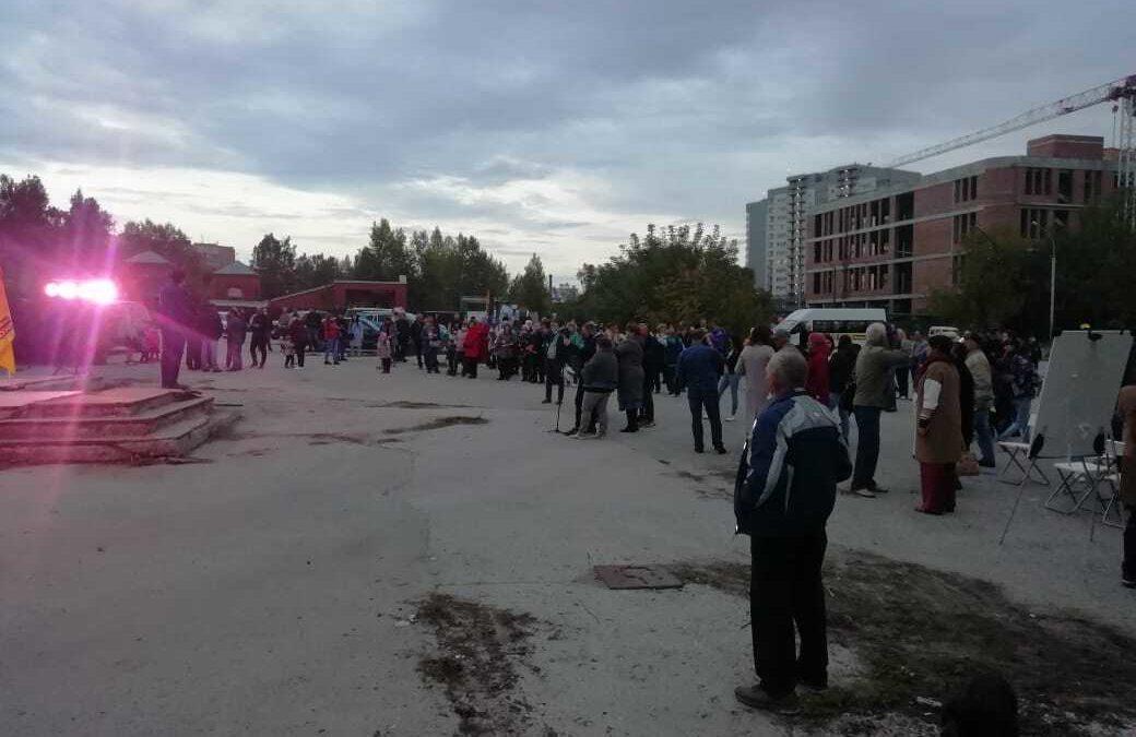 Накануне вечером жители микрорайона «Щ» в Академгородке вышли на акцию
